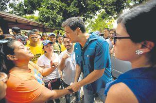 Maduro desempolva las urnas para las elecciones regionales venezolanas