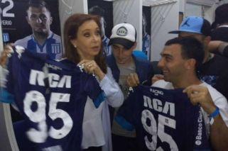 Fotos: Cristina y Máximo Kirchner posaron con los barras de Racing