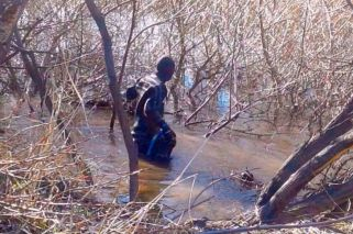 The body was found around midday in the Chubut river.