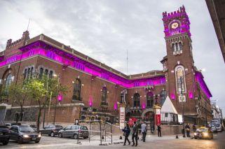Edificios emblemáticos teñidos de rosa por el cáncer de mama