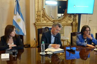 Macri seals funding deal with provinces