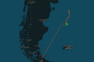 Mirá en vivo al avión de la NASA que busca al submarino