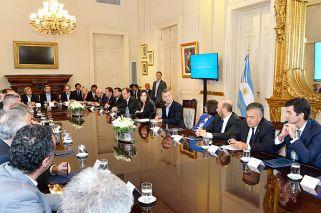 Los jubilados y las provincias sostendrán el costo de las reformas y el pacto fiscal