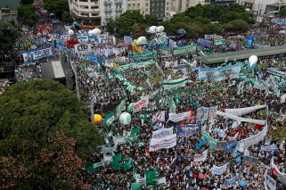 Moyano denies graft claims as he leads massive protest in Buenos Aires