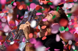 Del Potro stuns Federer in 3 sets to win Indian Wells title