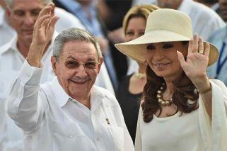 Cristina Fernández de Kirchner meets with Raúl Castro in Cuba