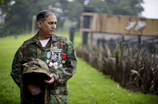 Recovery of Malvinas soldiers' war helmets helps heal wounds