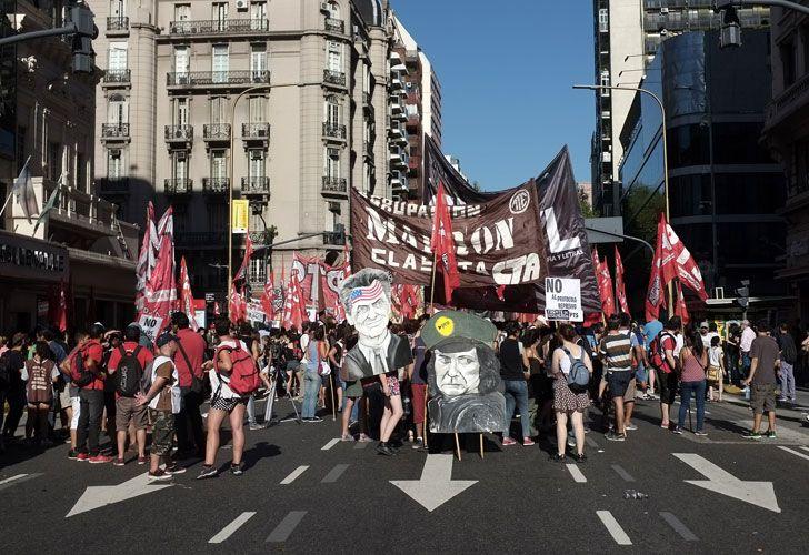 Manifestantes de izquierda cortaron Callao y Corrientes