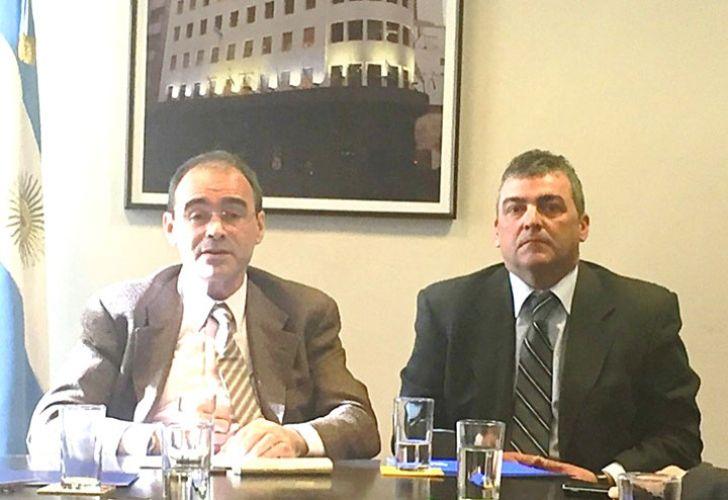 Gerentes. El superintendente, Edgardo Podjarny, y su segundo, Guillermo Bolado, se aumentaron el sueldo de bolsillo un 50%: el primero pasaba a ganar $ 100 mil, mientras que el segundo, $ 91 mil.