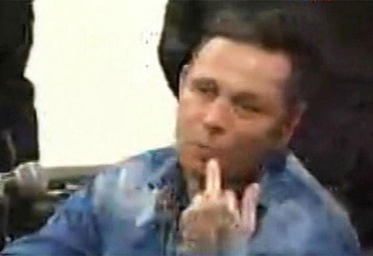 Provocador. Martínez Poch levantó el dedo mayor cuando el tribunal platense que lo juzgó anunció la condena a 37 años de prisión.