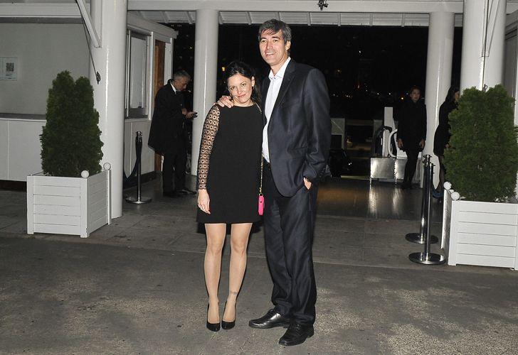 Adrián Pérez y señora.
