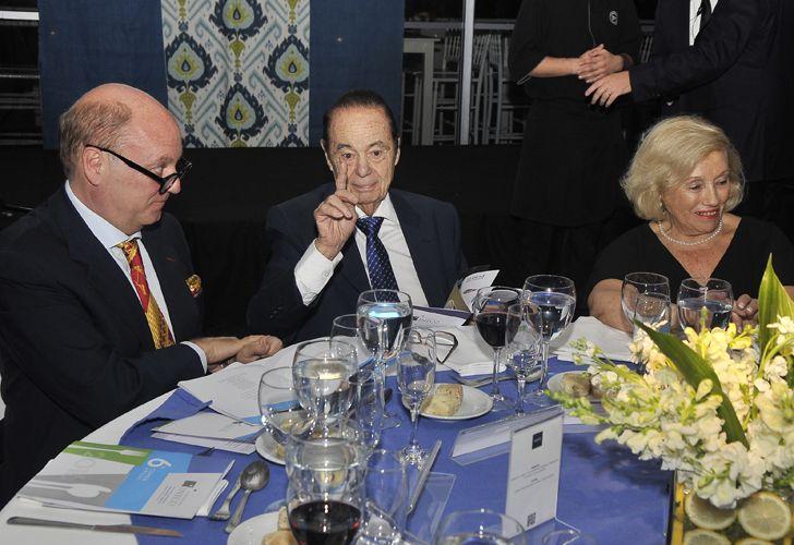 Alberto Fontevecchia junto a su esposa durante la cena de la Fundación INECO en donde fue distinguido como