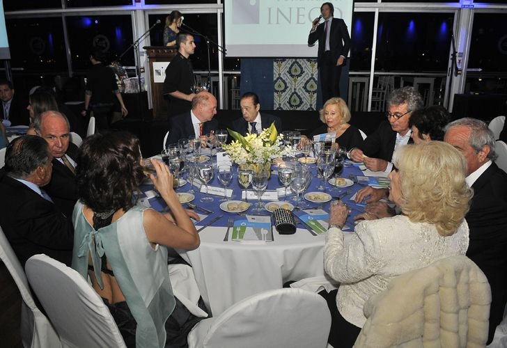 Alberto Fontevecchia junto a su esposa en la 6° cena anual de la Fundación INECO.