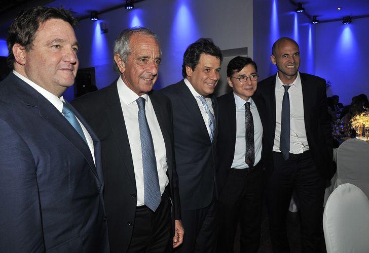Alejandro Macfarlane, el presidente de River Plate, Rodolfo D'Onofrio; Facundo Manes; Jorge Fontevecchia y el ministro de Transporte, Guillermo Dietrich.