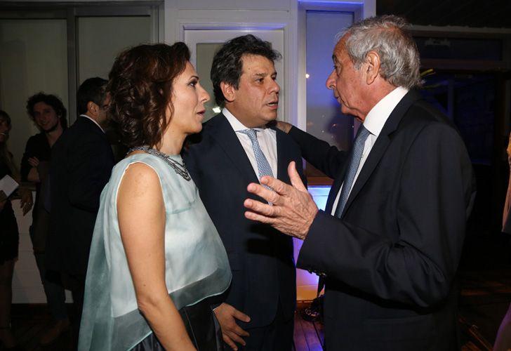 El presidente de la Fundación INECO, Facundo Manes, junto a su esposa.