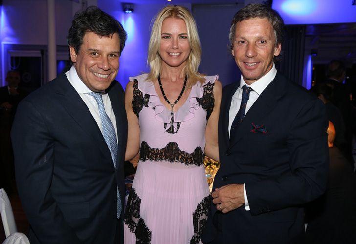 El presidente de la Fundación INECO, Facundo Manes, junto a Valeria Mazza y Alejandro Gravier.
