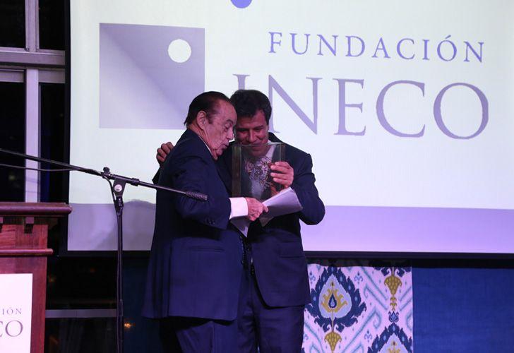 Alberto Fontevecchia junto a Facundo Manes.