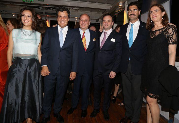 El presidente de la Fundación INECO, Facundo Manes junto a Martín Cabrales, al ministro de Agroindustria de la provincia de Buenos Aires, Leonardo Sarquís, y Mercedes Cornejo.