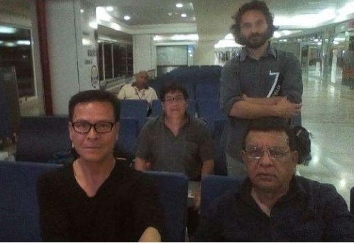 Rodrigo Abd junto con los tres periodistas peruanos.