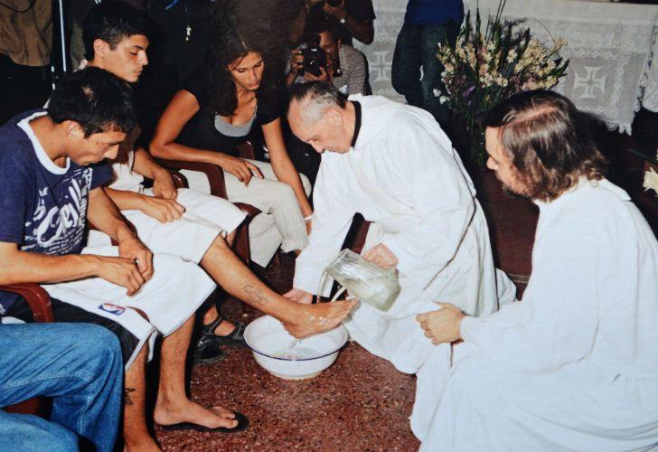 La tradicional ceremonia del lavado de pies, para la que siempre eligió a los marginados, los pobres, los presos.