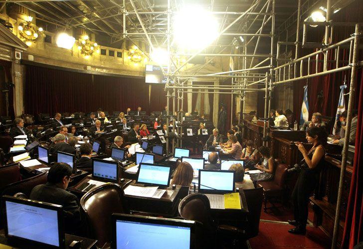 Sesión en el Senado por ganancias