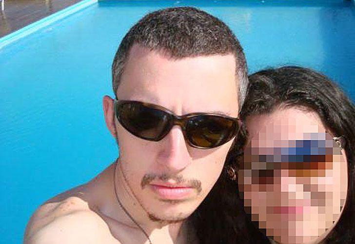 dos caras. Santiago estaba casado con la hija de la víctima. Trabajaba en su empresa hasta que se supo que le robó dinero.