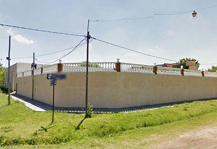 Rancho. La casa amurallada de Luis Paz (arriba a la derecha junto al juez Vienna), ubicada a pocas cuadras del estadio de hockey.