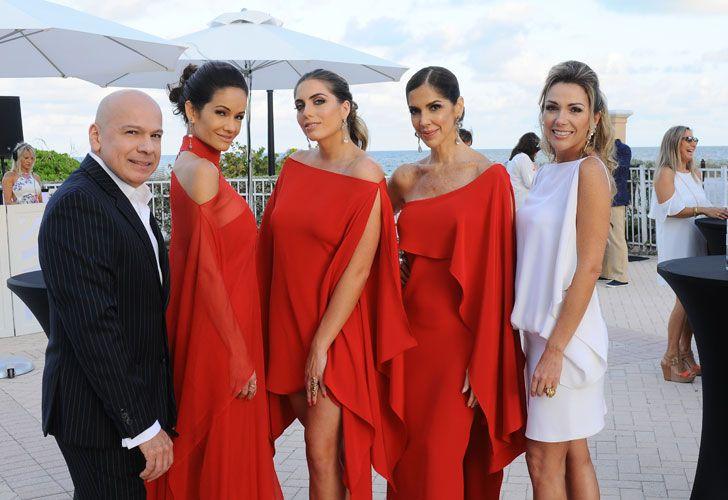 El diseñador Nabys Vieldman, Valentina Coriat, Daniela Longo, Claudia Arens, Carolina Raggioli
