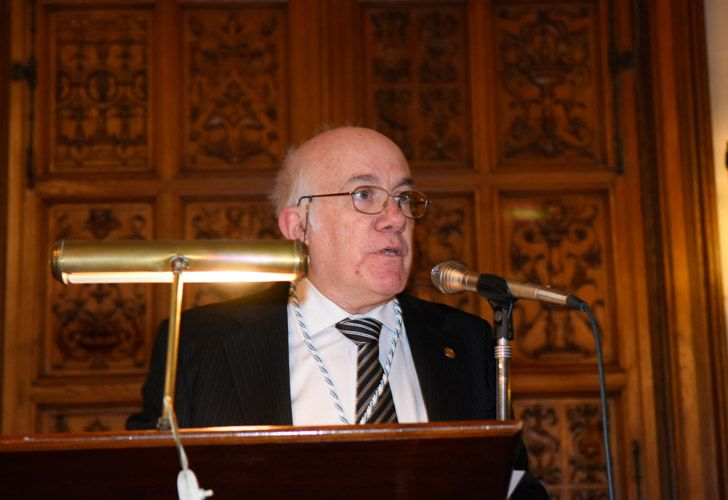 Jorge Fernández Díaz asumió como académico de la Academia Argentina de Letras