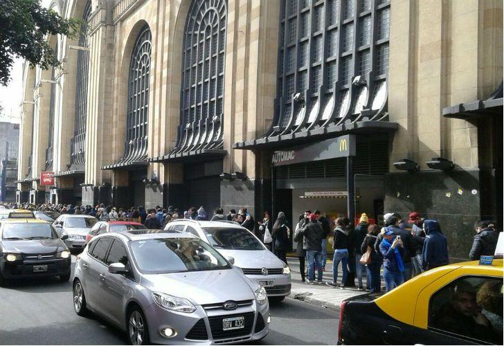 Cientos de venezolanos fueron a votar en Buenos Aires.