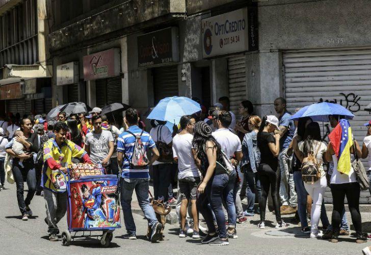 Miles de venezolanos votaron en el referéndum alrededor de todo el mundo.