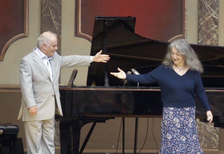 Martha Argerich y el director de orquesta Daniel Barenboim ofrecieron un concierto gratuito y al aire libre.