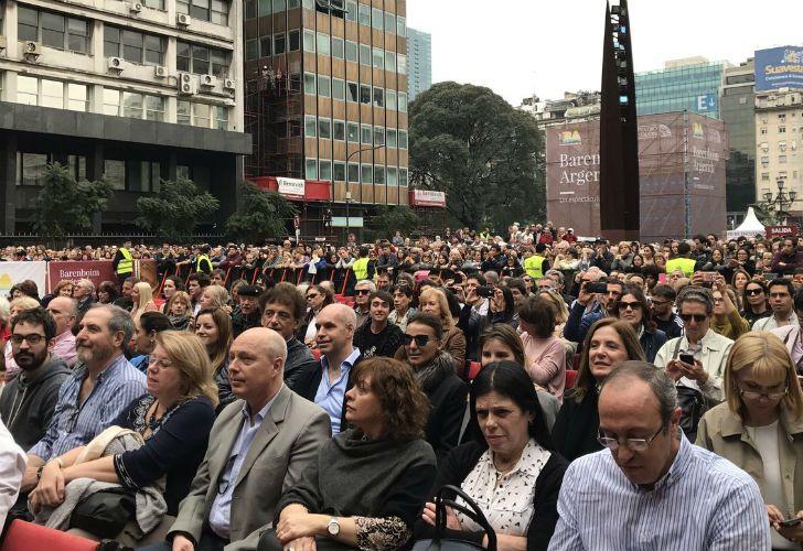 La pianista Martha Argerich y el director de orquesta Daniel Barenboim, dos de los músicos argentinos más elogiados en el mundo, ofrecieron un concierto gratuito y al aire libre.