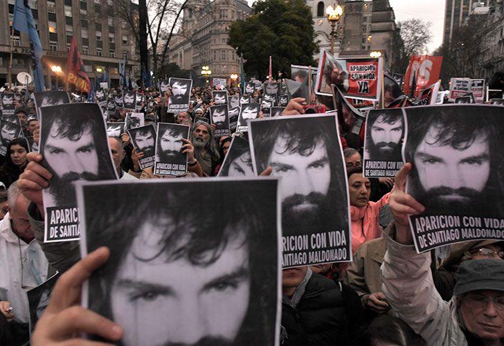 """Miles de personas marcharon ayer a Plaza de Mayo para exigir la aparición con vida del joven. Su hermano, Sergio, dijo que la búsqueda es """"una vergüenza""""."""