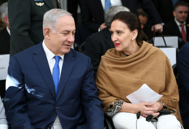 Netanyahu talks with Michetti during the tribute to the victims of the terrorist attack on the Israeli Embassy.