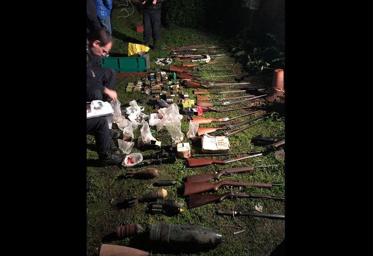 Este es el arsenal que le secuestraron al exsuboficial mayor de la policía bonaerense.