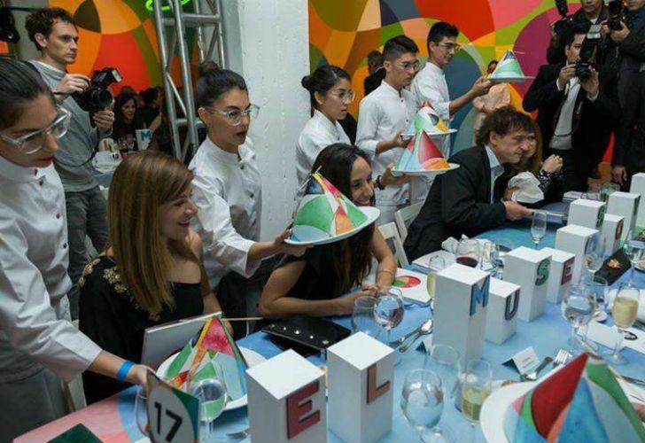 Figuras del mundo empresarial y político participaron de una gala en el Museo de Arte Moderno.