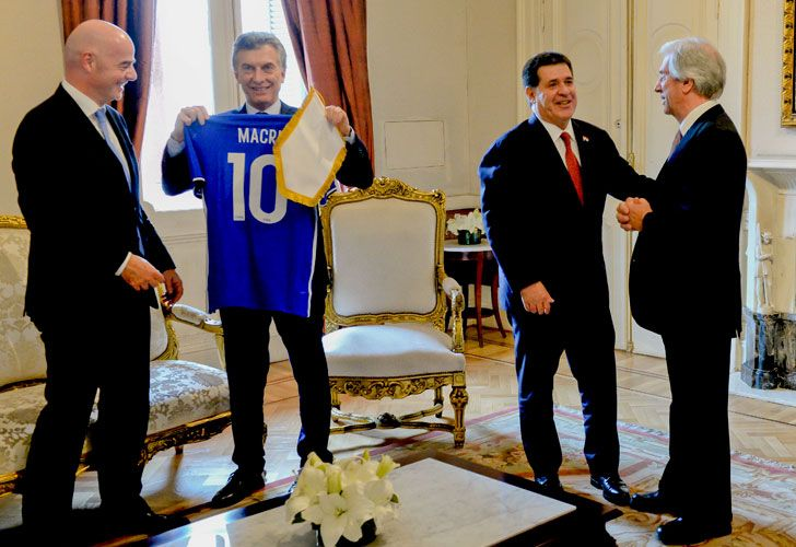 President Mauricio Macri welcomed FIFA President Gianni Infantino, Paraguay's President Horacio Cartes, Uruguay's President Tabaré Vázquez and CONMEBOL President Alejandro Domínguez to the Casa Rosada on Wednesday, where Argentina, Paraguay and Uruguay announced they plan to make a three-nation bid to host soccer's centenary World Cup in 2030.