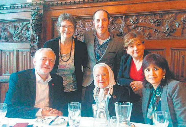 Mothers of the Plaza de Mayo-Founding Line member Nora Cortiñas (bottom, centre) met with Jeremy Corbyn (bottom, left) during her visit to London this week, lunching with the Labour Party leader at the Houses of Parliament.