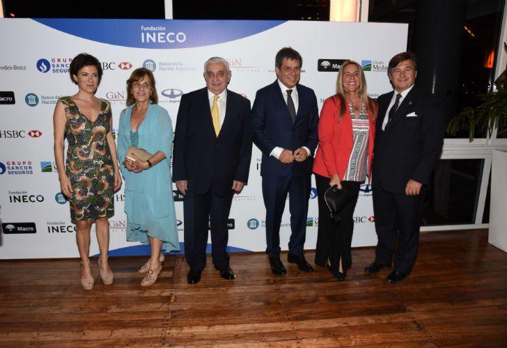 Josefina Manes, Adelmo Gabbi, presidente de la Bolsa de Comercio de Buenos Aires, y su esposa; Facundo Manes y Daniel Pelegrina, presidente de la SRA, junto a su mujer
