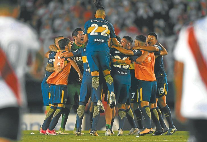 Boca Juniors players celebrate after defeating River Plate 2-1 in the Superclásico at the Monumental last Sunday.