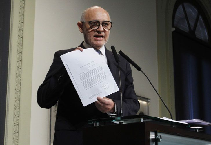Former Foreign Affairs minister Héctor Timerman received house arrest on Friday over allegations he colluded with Iranian officials to help them secure impunity in the 1994 AMIA bombing investigation.