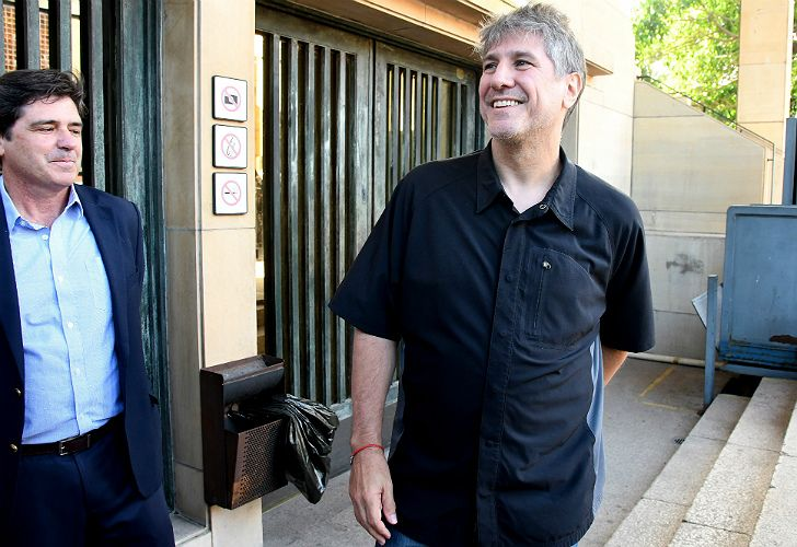 Former vice-president Amado Boudou leaves the Comodoro Py courthouse on Monday January 15, 2018.