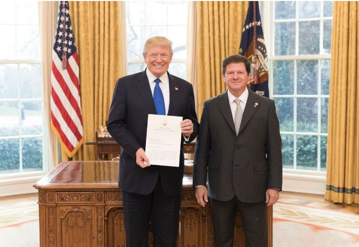 Argentina's new ambassador to the United States, Fernando Oris de Rosa, with President Donald Trump in the oval office on Thursday.