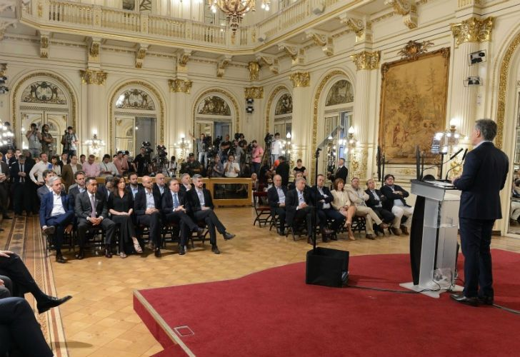 President Mauricio Macri addresses his ministers and the media.