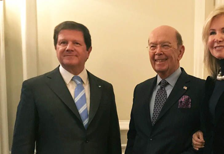 Argentina's Ambassador to the United State Fernando Oris de Roa and US Secretary of Commerce Wilbur Ross.