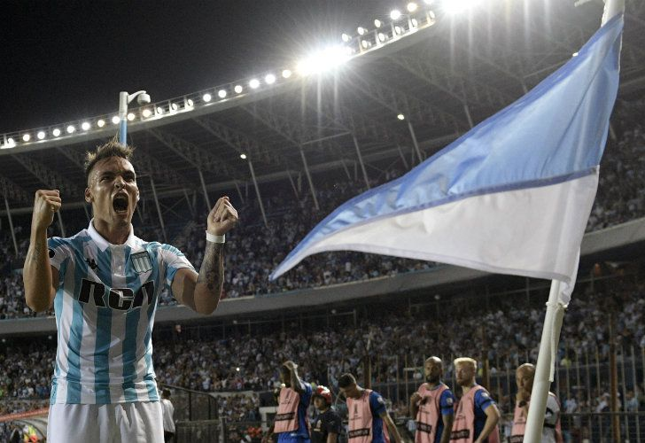 Forward Lautaro Martínez celebrates after scoring the team's third goal against Brazil's Cruzeiro during their Copa Libertadores 2018 Group E match on Tuesday.