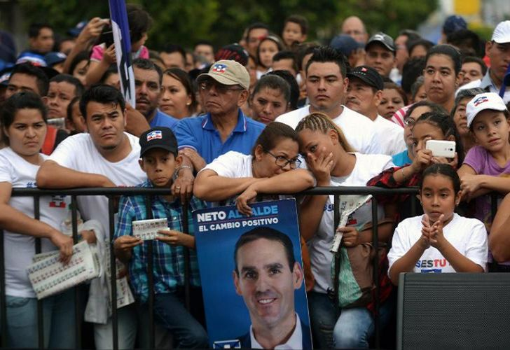 Supporters of the National Republican Alliance (ARENA) participate in a political rally at the monument to the constitution in San Salvador on February 25, 2018. El Salvador held legislative and municipal elections on March 4, 2018.
