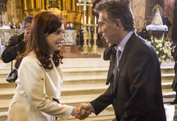 Former president Cristina Fernández de Kirchner greets then BA City Mayor Mauricio Macri during a mass in 2014.