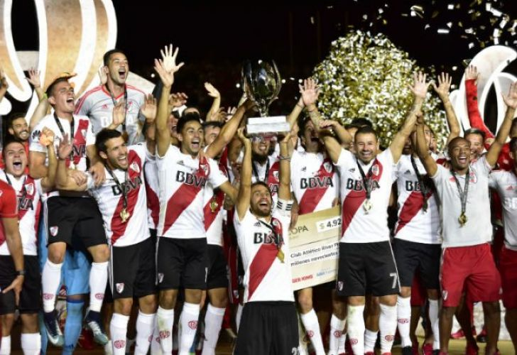 River Plate celebrate winning the 2018 Supercopa Argentina after beating rivals Boca Juniors 2-0 in Mendoza on Wednesday night.